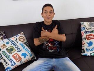 MiguelMartinezG shows amateur
